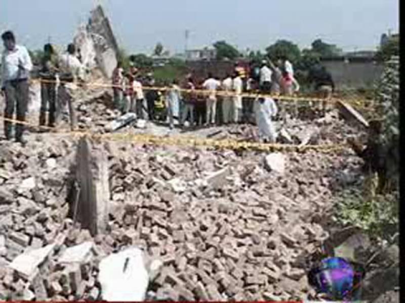 لاہور میں جوہر ٹاؤن میں ایل ڈی اے کے تجاوزات کے خلاف آپریشن کے دوران چار منزلہ عمارت گرنے سے ایک شخص جاں بحق جبکہ چھ زخمی ۔