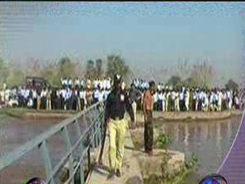 ساہیوال کےقریب نہرلوئرباری دوآب میں کشتی الٹنے سےدوبھائی جاں بحق جبکہ تیرہ طلبہ لاپتہ ۔