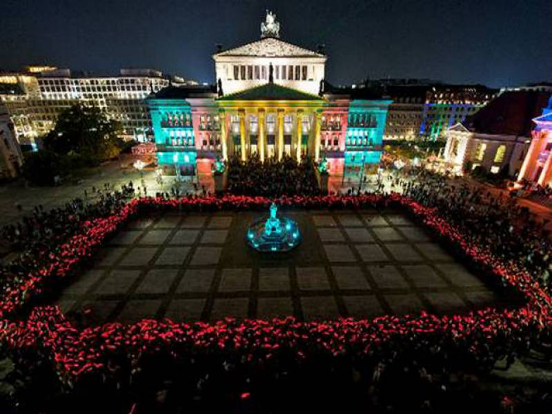 جرمنی کے شہر برلن میں روشنیوں کا سالانہ آٹھواں میلہ تمام رعنایوں کے ساتھ جاری ہے۔