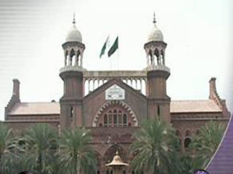 لاہورہائیکورٹ نےٹریفک وارڈن سے پسند کی شادی کرنے والی لڑکی کو شوہر کے ساتھ جانے کی اجازت دے دی ۔