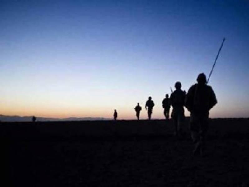 پاکستان نے نیٹو افواج کے ساتھ رابطے کے لئے قائم افغان سرحد کے قریب دو مراکزبند کر کے اہلکاروں کو واپس بلوالیا ہے۔
