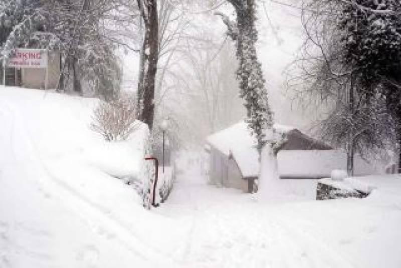 ملک کے زیادہ تر علاقوں میں موسم سرد اور خشک تاہم مالاکنڈ،ہزار ڈویژن، کشمیر اور گلگت بلتستان میں چند ایک مقامات پر ہلکی بارش اور پہاڑوں پر برفباری کاامکان ہے۔