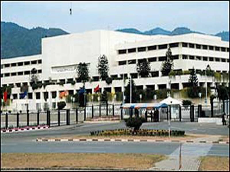 قومی اسمبلی کے اجلاس میں صدرآصف علی زرداری کی جانب سے پنجاب میں دو صوبے بنانے کے حوالے سے بھیجا گیا ریفرنس پڑکرسنایا گیا جسے ایم کیوایم اورپیپلزپارٹی نے تاریخی اقدام قراردیا
