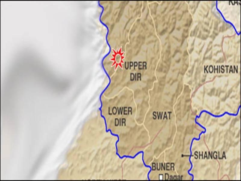 صوبہ خیبرپختونخواہ کے ضلع دیر بالا میں مسافر وین پر ریموٹ کنٹرول بم حملے سے تین افراد جاں بحق اور سات زخمی ہوگئے ہیں۔
