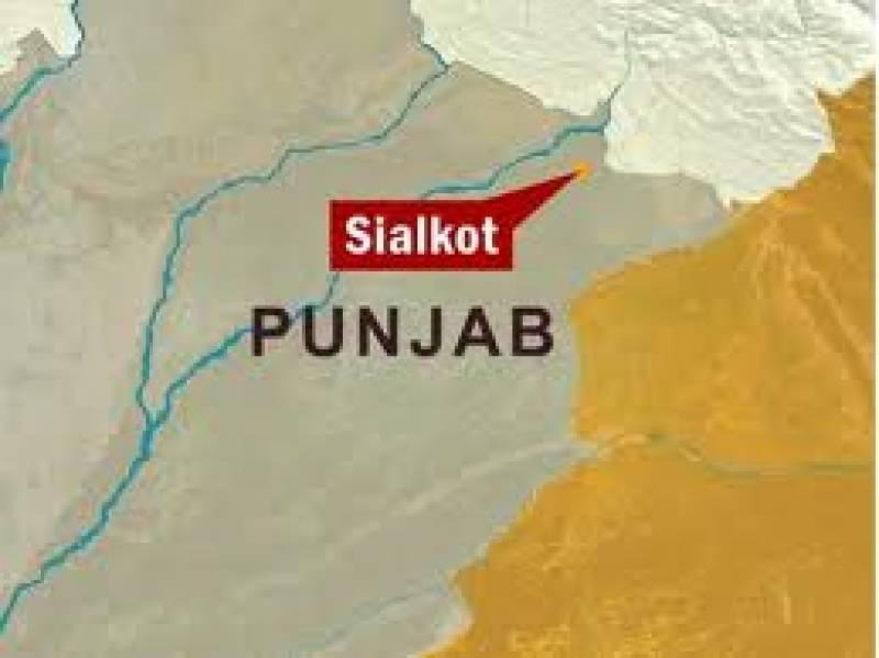 شدید دھند کےباعث سیالکوٹ میں نجی کالج کی بس الٹنے سے دو طالبات جاں بحق اور پچیس زخمی