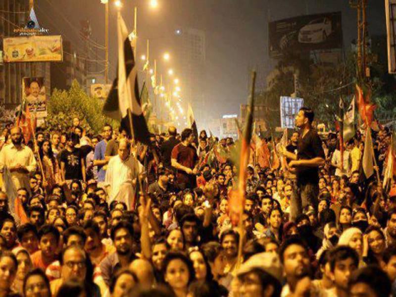 تحریک انصاف کے کارکنوں نے انتخابات میں مبینہ دھاندلیوں کیخلاف دوسرے روز بھی لاہور کے مخلتف مقامات پردھرنے دیے.