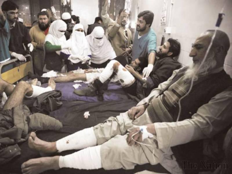پشاورمیں تبلیغی مرکز میں دھماکے سے جانی نقصان کے بعد شہر کی فضا سوگوار ہے جبکہ  دھماکے کا مقدمہ تھانہ مچنی گیٹ میں نامعلوم افراد کیخلاف درج کرلیا گیا.