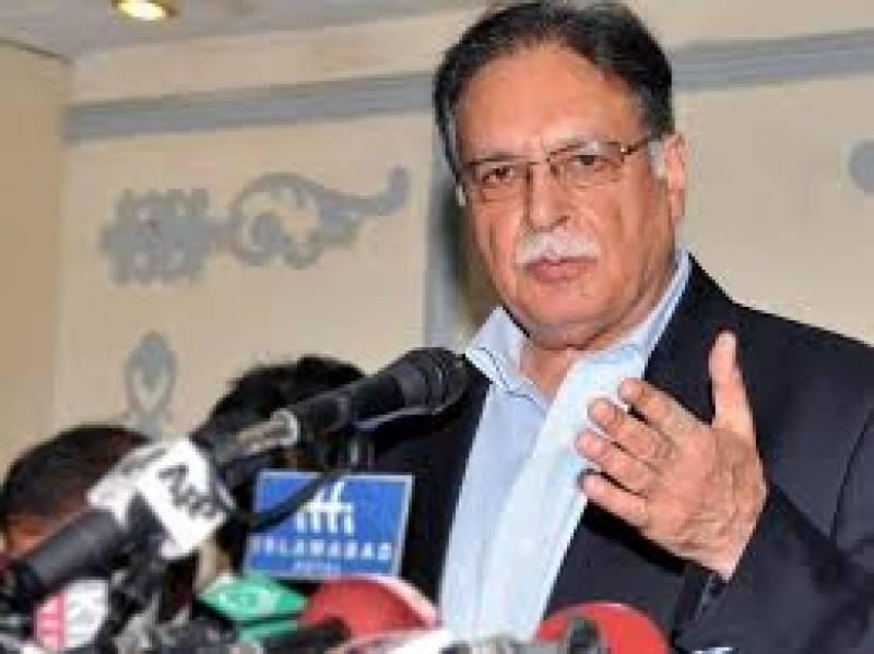 وزیر اطلاعات و نشریات پرویز رشید نے کہا ہے کہ طاہر القادری پاکستان آسکتے ہیں مگر یلغار کی سیاست کرنےوالوں کودہشت گردوں کا سٹریٹیجک سپورٹر سمجھا جائے گا،