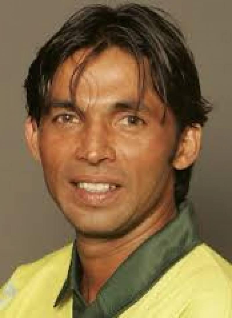 سابق فاسٹ باولر محمد آصف نے امید ظاہر کی ہے کہ انہیں نئے اینٹی کرپشن کوڈ سے مستفید ہونے کا موقع ضرور ملے گا،محمد آصف کا کہنا ہے کہ رمیز راجہ ویسٹ انڈیز کےسموئیل کی تو تعریف کرتے ہیں لیکن پاکستانی سزا یافتہ کرکٹرز پر بجلیاں گراتے ہیں