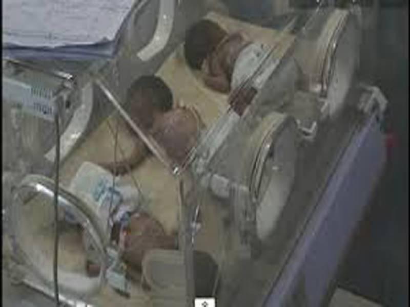 ڈی ایچ کیو سرگودھا  میں آکسیجن کی کمی سے مزید5بچے دم توڑ گئے جس کے بعد رواں ماہ ہلاکتوں کی تعداد 75ہوگئی ،ای ڈی او ہیلتھ کے مطابق اس وقت بھی ہسپتال میں اٹھارہ بچے زیر علاج ہیں