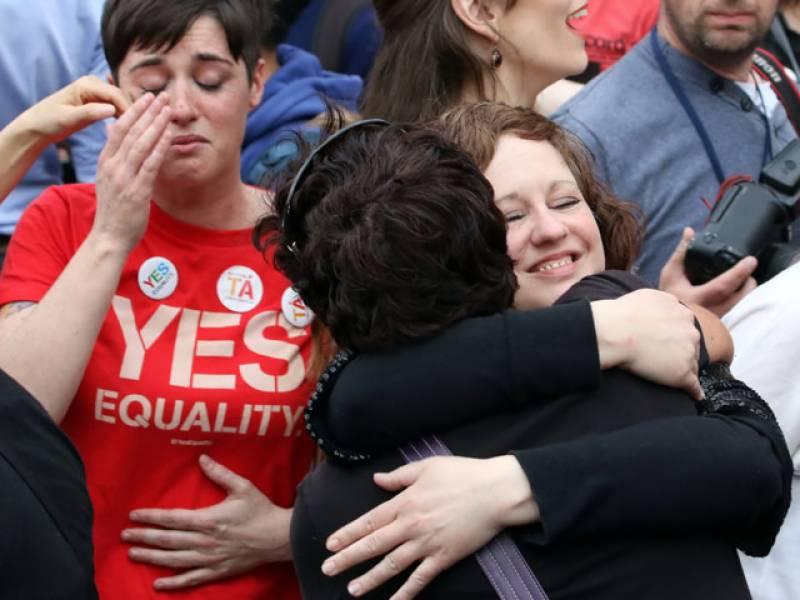 آئرلینڈ ریفرنڈم میں ووٹروں نے  اکثریت کے ساتھ ہم جنس پرستی کو قانونی درجہ دینے کے حق میں رائے دے دی