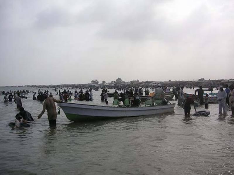 ٹھٹھہ کی کینجھر جھیل میں ڈوب کر دو نوجوان جاں بحق ہو گئے، جبکہ سکھر میں کچے کے علاقے میں سیلابی پانی میں بھی ڈوب کر دو افراد جاں بحق ہو گئے