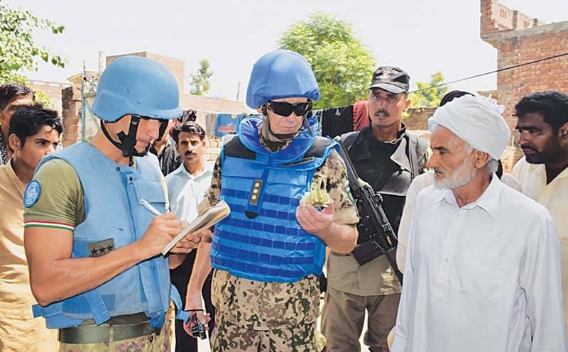 اقوام متحدہ کے فوجی مبصرین کا سیالکوٹ ورکنگ باؤنڈری کادورہ، بھارتی فوج کی فائرنگ سے زخمی ہونے والے شہریوں سے ملاقات بھی کی