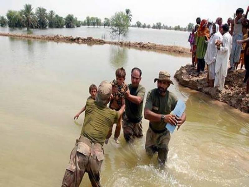 کور کمانڈر پشاور لیفٹیننٹ جنرل ہدایت الرحمان نے چترال میں سیلاب متاثرہ علاقوں کا دورہ کیا