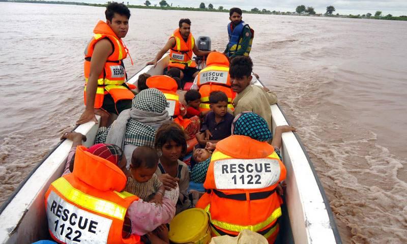 ریسکیو 1122 نے ساڑھے 17 ہزار سے زائدمتاثرین سیلاب کو محفوظ مقامات پر منتقل کیا