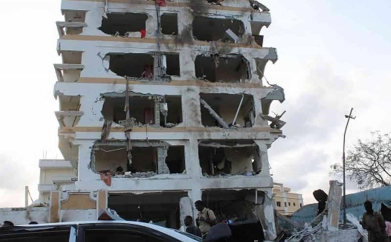 افریقی ملک صومالیہ کے دارالحکومت موغادیشو میں ایک ہوٹل کے قریب بم دھماکے میں کم از کم 13افراد ہلاک اور40 سے زیادہ زخمی ہوگئے