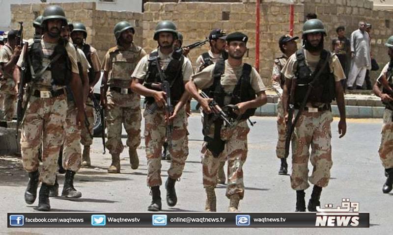 کراچی کے مختلف علاقوں میں پولیس اور رینجرز نے کارروائیوں کے دوران بارہ ملزمان کو گرفتار کر کےاسلحہ برآمد کر لیا