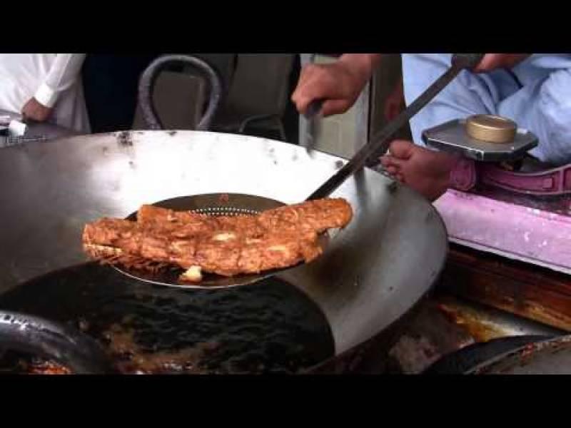 اسلام آباد میں سردی کی شدت بڑھتے ہی مچھلی کی کانوں پر رش بڑھنے لگا