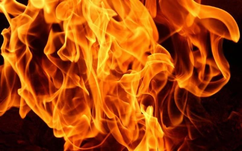 گوجرانوالہ میں جائیداد کے تنازعے پر باپ نے بیٹے  پر پیٹرول چھڑک کر آگ لگا دی