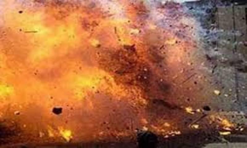 جنوبی وزیرستان میں امن دشمنوں کےوارجاری ہیں۔ دہشتگردوں نےبارودی مواد نصب کرکےبنیادی مرکزصحت کی عمارت دھماکےسےاڑادی