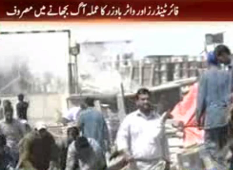 کراچی میں سائٹ ایریا کی آئل پینٹ فیکٹری میں آگ لگنےسےکروڑوں روپےکاسامان خاکستر ہوگیا