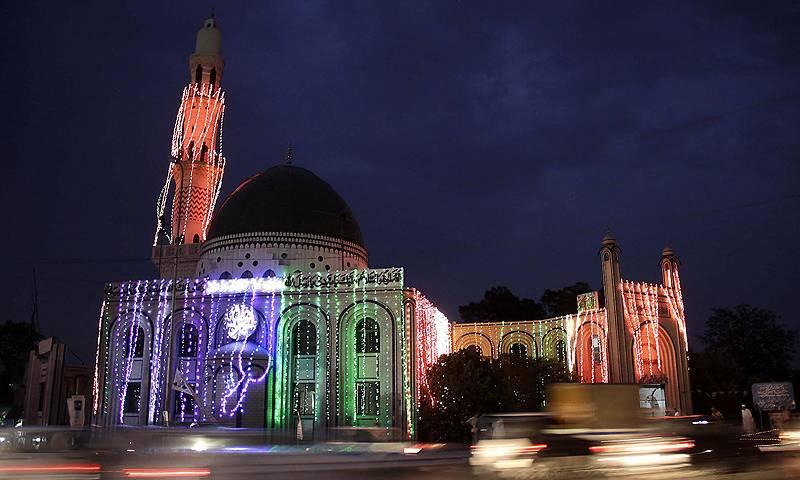 ملک بھر میں رمضان المبارک کی ستائیسویں شب انتہائی عقیدت و احترام سے منائی گئی،