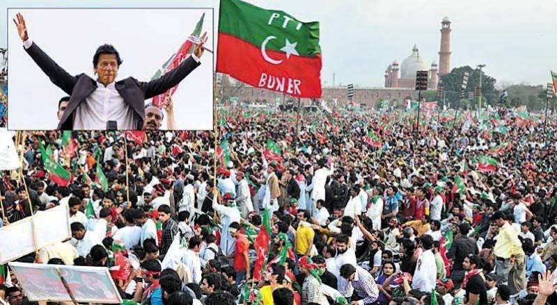 چئیرمین تحریک انصاف عمران خان نے کہا ہے کہ حکمران ٹولہ ملکی دولت چوری کرکےباہرلے جاتاہے