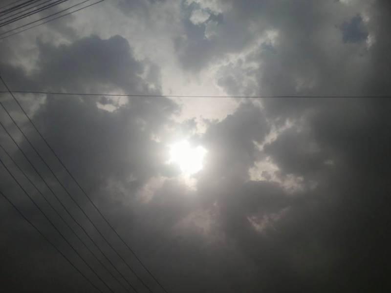 آئندہ چوبیس گھنٹے کے دوران بالائی پنجاب، بالائی فاٹام گلگت بلتستان اور اسلام آباد میں تیزہواؤں اور گرج چمک کے ساتھ بارش کا امکان ہے۔