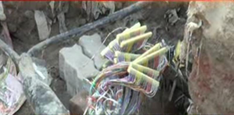 گکھڑ منڈی میں برساتی نالے کی کھدائی کے دوران  انتظامیہ کی غفلت کے باعث ہزاروں ٹیلی فون اور انٹرنیٹ کنکشن منقطع ہو گئے