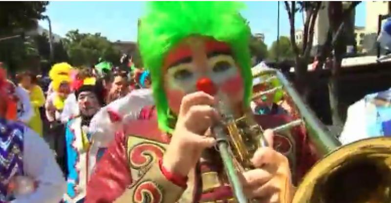 سالانہ کنونشن کے دوران میکسیکن مسخروں نے ڈراونا جوکر دیکھ کر مذمت کی