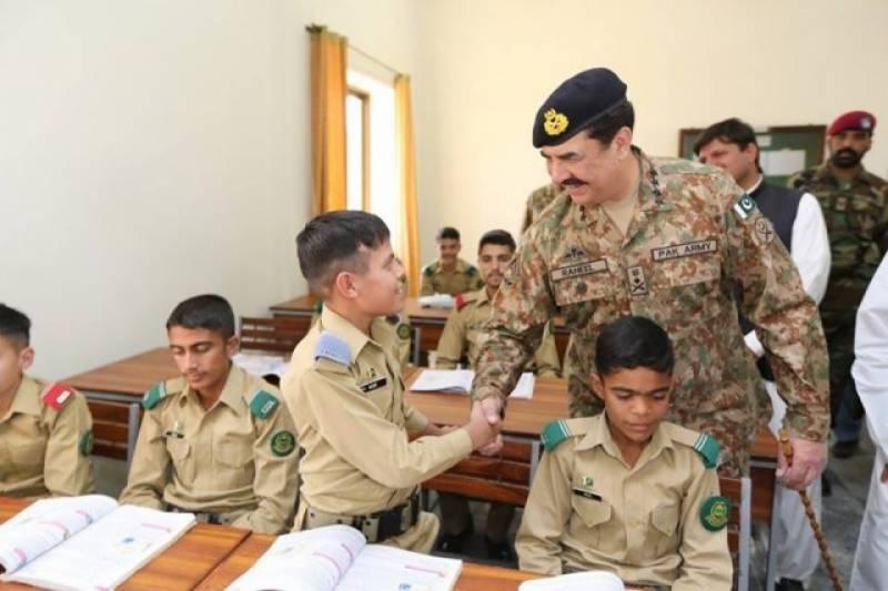 پوری دنیا دہشت گردی کیخلاف جنگ میں پاکستان کےکردارکی معترف ہےاوراس ناسورسےنمٹنےکے لئےپاک فوج کےتجربات سیکھنا چاہتی ہے,آرمی چیف جنرل راحیل شریف