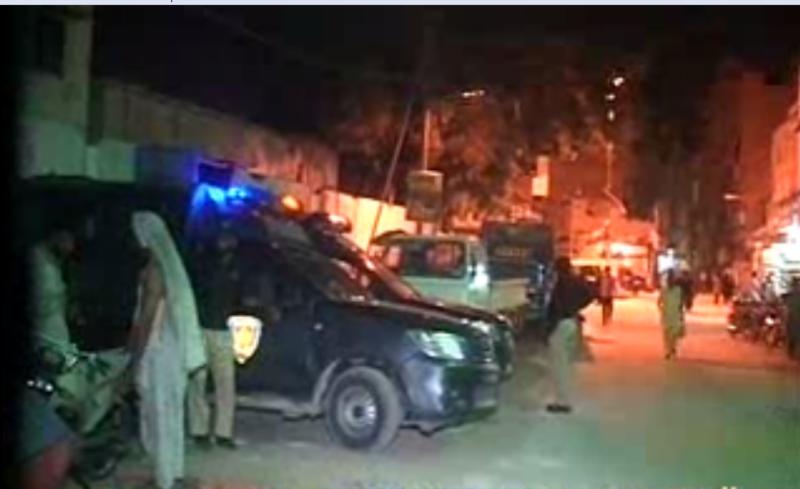 کراچی کے مختلف علاقوں میں پولیس نے کارروائی کرتے ہوئے تین ملزمان کو گرفتار کرلیا