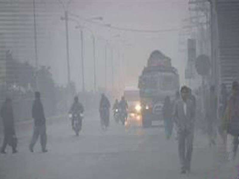 آئندہ چوبیس گھنٹوں کے دوران پنجاب، سندھ اور خیبرپختونخوا میں دھند کا راج برقرار رہے گا۔ محکمہ موسمیات