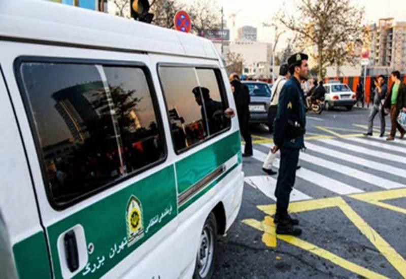 تہران: مخلوط پارٹی پر چھاپہ، 2 گلوکاراﺅں سمیت 100 گرفتار، شراب بھی قبضہ میں لے لی گئی۔