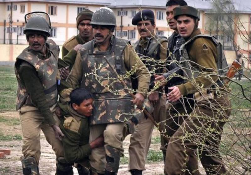 مقبوضہ جموں وکشمیرمیں بھارتی فوجی کیمپ پرمجاہدین کےحملےمیں تین بھارتی فوجی ہلاک ہو گئےحملےکےبعد بھارتی فوج نےوادی میں سیکیورٹی بڑھادی گھرگھرتلاشی کےدوران متعدد کشمیری نوجوانوں کوگرفتار کرلیا گیا