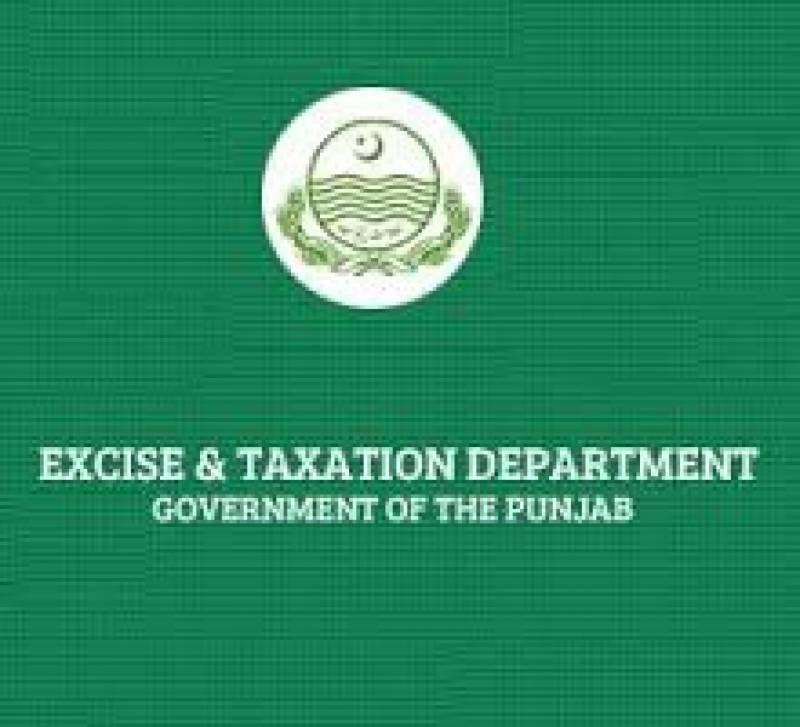 محکمہ ایکسائز فرید کورٹ ہاﺅس لاہور میں نیو موٹرسائیکلز کی رجسٹریشن کے لیے آنے والے شہری فائل کے حصول کیلئے ہفتوں خوار ہونے لگے