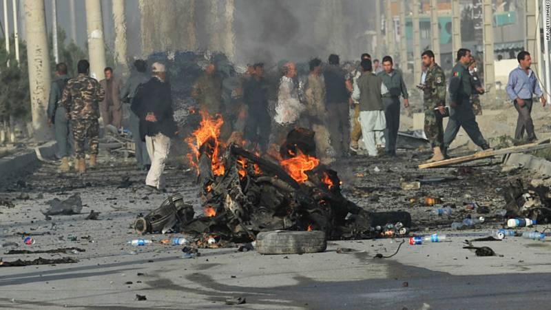 افغانستان کو دہشتگردوں نے خون میں نہلا ڈالا دارالحکومت کابل اور لشکرگاہ میں ہونے والے تین دھماکوں میں اڑتیس افراد جاں بحق جبکہ سو زخمی ہوگئے