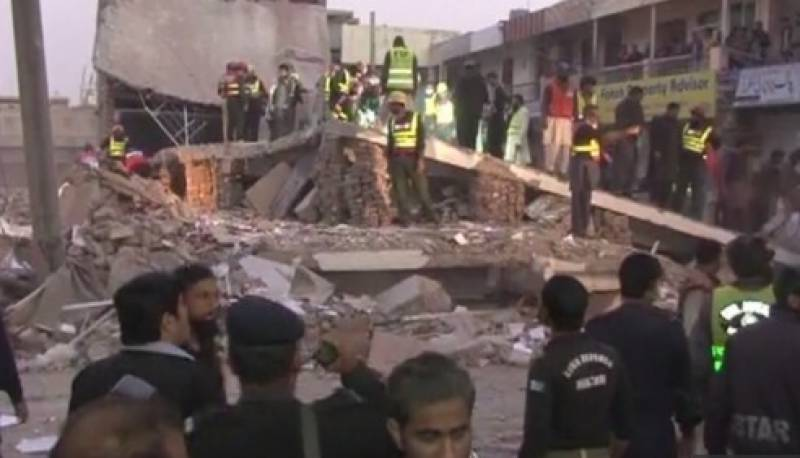 ملتان میں پلازے کی چھت گرنے سے دو افراد جاں بحق ہو گئے