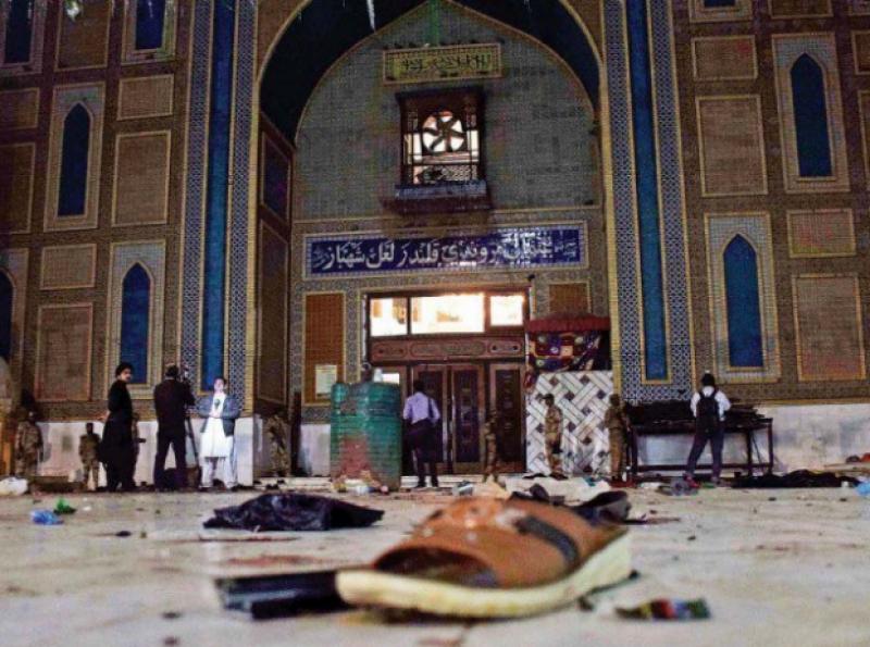دہشتگردوں نے لعل کا در خون سے لال کرڈالا۔۔۔۔۔