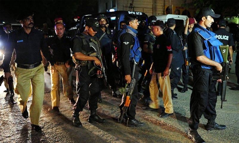 کراچی میں سپر ہائی وے جنجال گوٹھ  کے قریب  پولیس نے کارروائی کرتے ہوئے  نو دہشتگردوں کو جہنم واصل کردیا