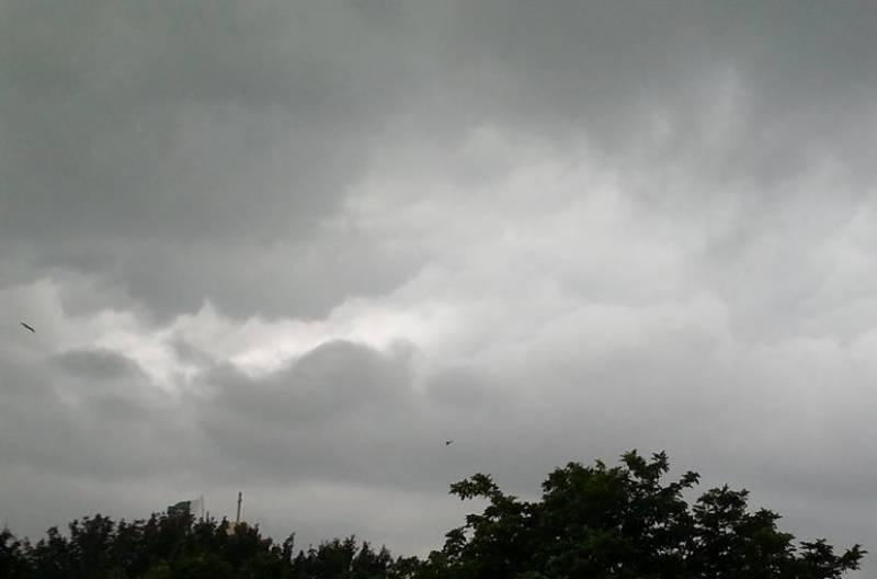پاکستان کے بالائی علاقوں میں تیزہواؤں اور گرج چمک کے ساتھ بارش آج ہوگی۔