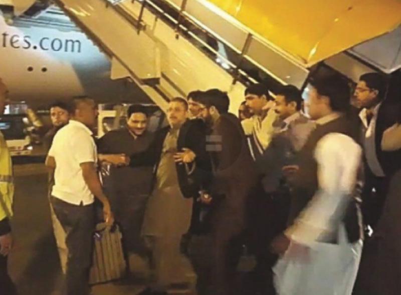 پاکستان پیپلز پارٹی کے سینئر رہنما اور سابق صوبائی وزیر اطلاعات شرجیل انعام میمن کو اسلام آباد ائیرپورٹ پر گرفتاری کے بعد رہا کردیا گیا،