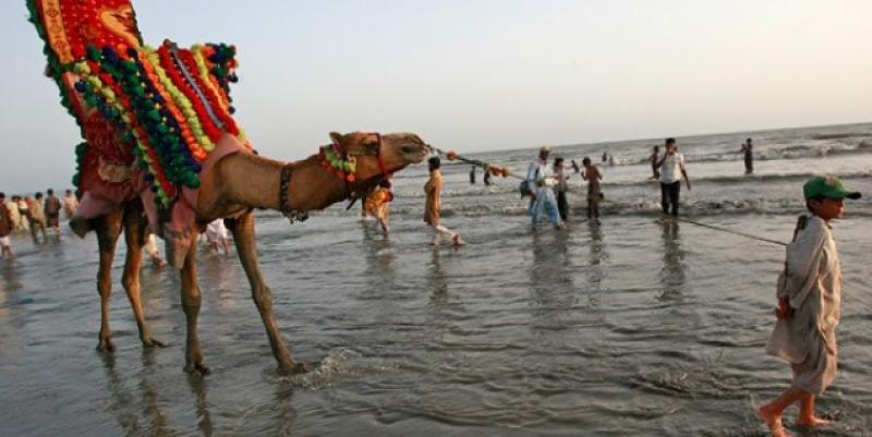 چھٹی کا دن ہو اور کراچی کے ساحل پر شہریوں کا رش نا ہو ایسا ممکن نہیں.