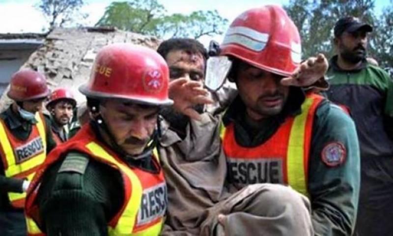 بھکر کے علاقے دریا خان میں بس اور رکشے میں تصادم کے نیتجے میں چھے افراد جاں بحق جبکہ کئی زخمی ہو گئے