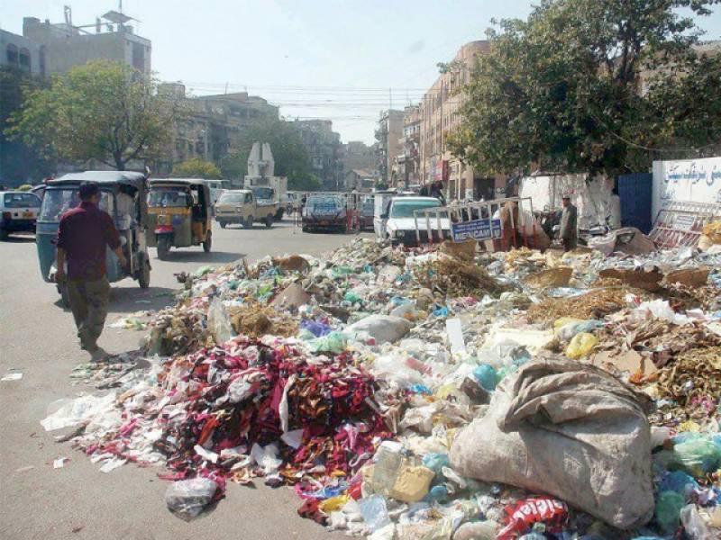 شہر قائد میں گندگی کا مسئلہ سنگین ہوتا جا رہا ہے، شہرمیں لگے  کچرے کے امبارنے شہریوں کو سخت مشکلات میں مبتلا کر رکھا ہے
