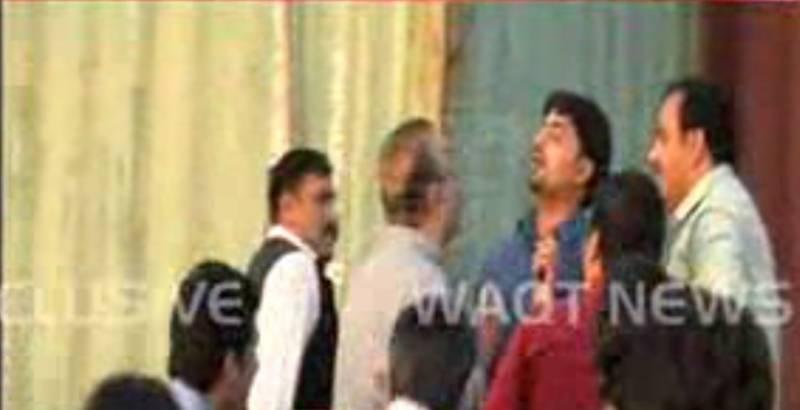 عمران خان کی پریس کانفرنس کے دوران بدنظمی , علیم خان ایک سوال پر صحافیوں سے الجھ پڑے