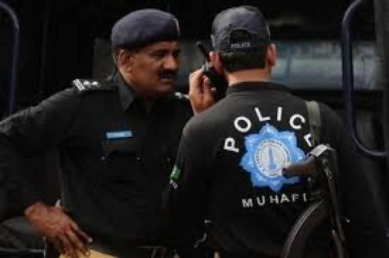 ملک کے دیگر شہروں میں بھی کارروائی کے دوران اشتہاریوں سمیت متعدد ملزمان کو گرفتار کرکے اسلحہ برآمد کرلیا گیا