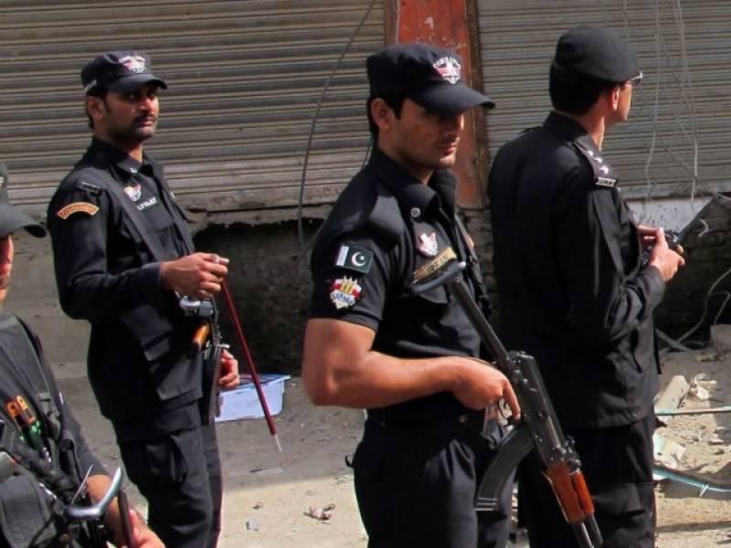 پشاور کے تھانہ خزانہ کی حدود میں پولیس نے  سرچ آپریشن کے دوران  65گھروں کی تلاشی لی