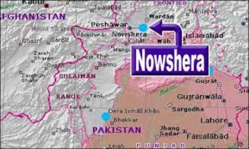 نوشہرہ میں مکان سے 3 لاشیں ملی ہیں۔