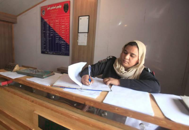خیبر پختونخوا حکومت کا تھانوں میں خواتین ڈیسک قائم کرنے کا فیصلہ
